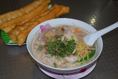 Những con hẻm ăn vặt luôn tấp nập ở Sài Gòn 1