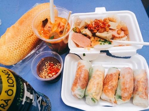 Những con hẻm ăn vặt luôn tấp nập ở Sài Gòn 3