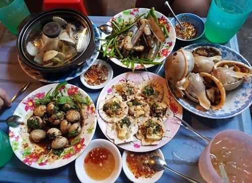 Những con hẻm ăn vặt luôn tấp nập ở Sài Gòn 5