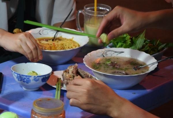 Quán mì Quảng không tên đông khách ở Mũi Né 5