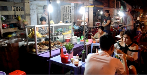 Quán mì Quảng không tên đông khách ở Mũi Né 6