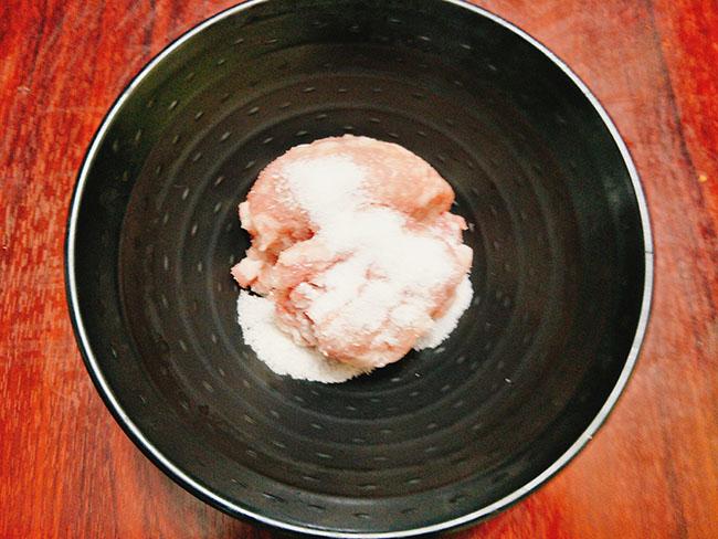 Thịt rang riềng thơm ngon nức mũi cho bữa cơm ngày bận rộn4