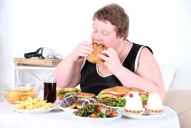 SOS: Thói quen ăn nhanh ảnh hưởng đặc biệt nghiêm trọng đến sức khỏe cọn người1