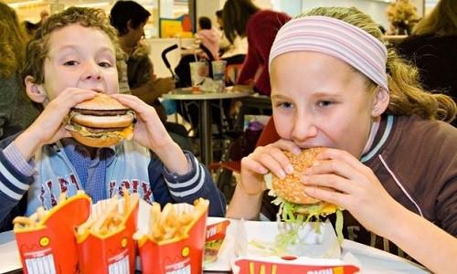 SOS: Thói quen ăn nhanh ảnh hưởng đặc biệt nghiêm trọng đến sức khỏe cọn người2