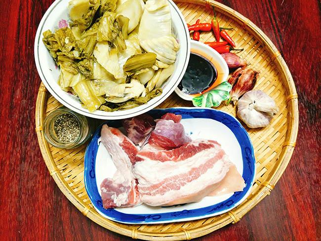 Vét sạch cả nồi cơm với món thịt ba chỉ kho dưa thơm ngon, đậm đà2