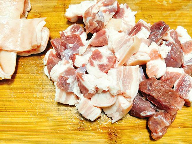 Vét sạch cả nồi cơm với món thịt ba chỉ kho dưa thơm ngon, đậm đà3