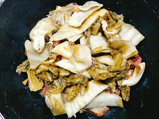 Vét sạch cả nồi cơm với món thịt ba chỉ kho dưa thơm ngon, đậm đà5