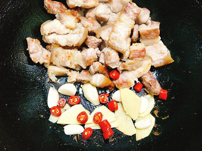 Vét sạch cả nồi cơm với món thịt ba chỉ kho dưa thơm ngon, đậm đà6