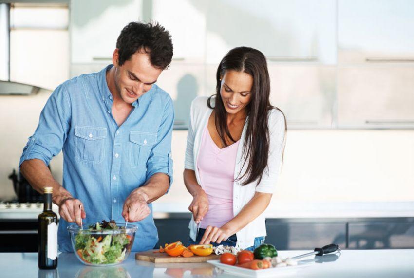 Chẳng cần Đao to búa lớn , phụ nữ vẫn có bí quyết để chồng chia sẻ việc bếp núc2