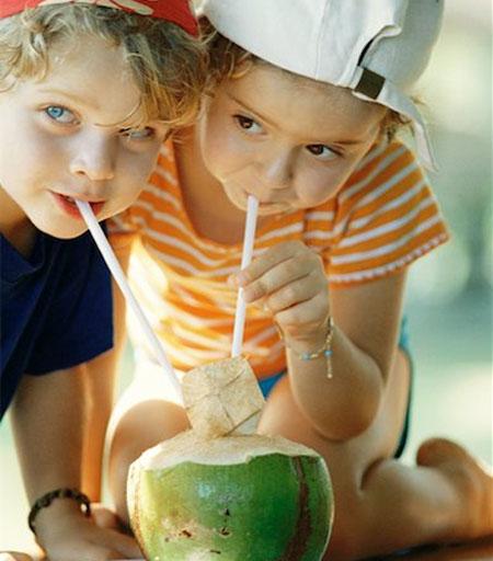 Đồ uống giải nhiệt ngày hè cho bé: Nước dừa