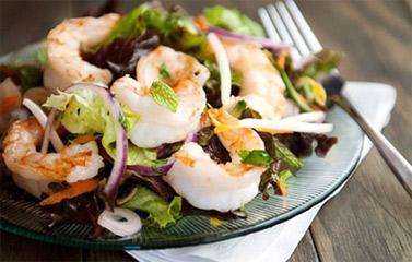 Cách làm món Salad tôm chua cay kiểu Thái