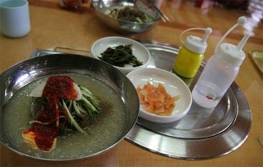Mùa hè đến Hàn Quốc ăn Mì lạnh
