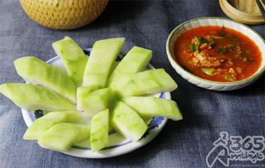 Món ngon miền Trung: Bầu chần chấm tôm kho