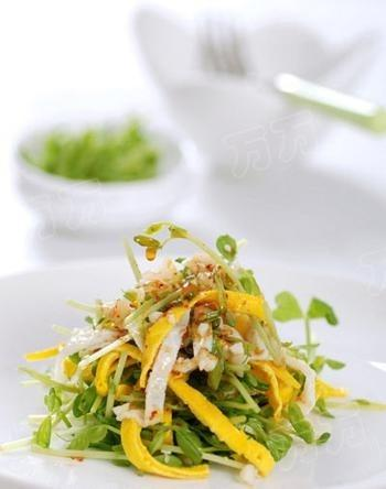 Cách làm salad rau mầm và trứng