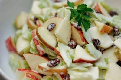Mê mẩn món salad táo thơm ngon - 7