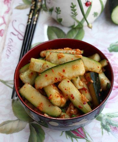 Kim chi dưa chuột làm vừa dễ vừa nhanh, ăn giòn, cay cay và có vị chua nhẹ.