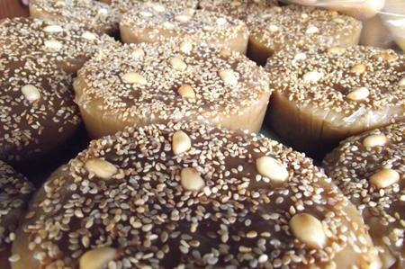 Độc đáo chiếc bánh màu vàng nâu ngọt ngào, ẩn chứa mong ước ấm no của người Sán Dìu.