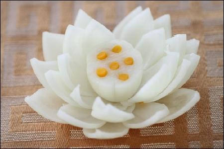 Làm hoa sen từ hành tây