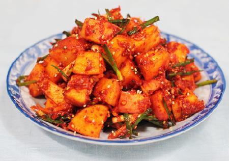 Làm món Kim chi táo - món ngon từ Hàn Quốc
