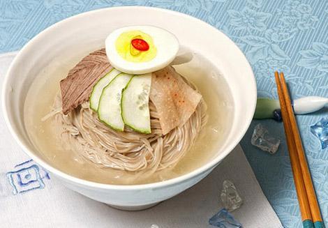 Mì lạnh Naengmyeon được biết đến là một món ăn truyền thống của Hàn Quốc, được nhắc đến khá nhiều trong sử ký của triều đại Joseon.
