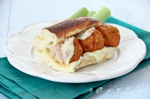 Thịt gà viên ăn kèm bánh mỳ, Bếp Eva, thịt gà rán, gà rán, thịt gà viên rán, cách làm gà rán, cách rán gà, gà rán ngon, cách rán thịt gà ngon, cánh gà rán, chân gà nướng, mon ngon, thit ga, cari ga