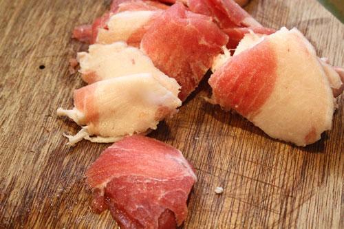 Thịt nửa nạc nửa mỡ.
