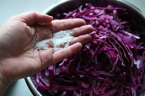 Cách muối bắp cải tím ngon cực - 7