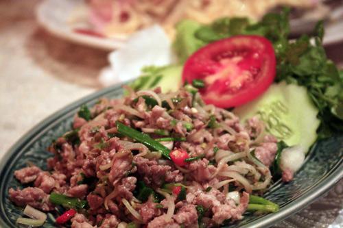 Món lạp ăn kèm xôi nếp rất ngon của người Lào.