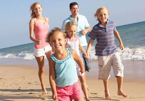 Sống gần biển khiến con người khỏe mạnh và lạc quan hơn - Ảnh: Shutterstock