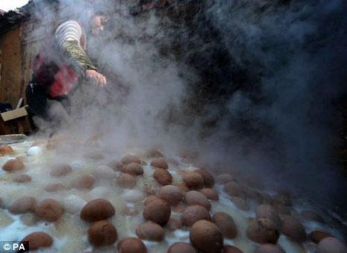 Luộc trứng bằng nước tiểu, Phi thường - kỳ quặc, chuyen la, chuyen la the gioi, luoc trung, nuoc tieu, suc khoe