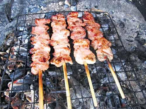 Lợn đồi Tam Đảo nướng xiên ngon lạ, Đặc sản 3 miền, Ẩm thực, am thuc, dac san, tam dao, thit lon nuong, thit xien, lon doi, mon ngon, mon ngon de lam, rau su su, bao