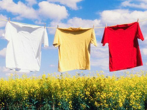 Mẹo giặt giũ quần áo trong mùa mưa, Eva Sành điệu, giat quan ao mua mua, giat do ngay mua, giat do, quan ao, eva sanh dieu, bao phu nu,