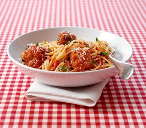 cách ăn mì Ý