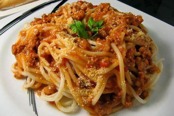 800px-Lutong Bahay - Bolognese Spaghetti 0941