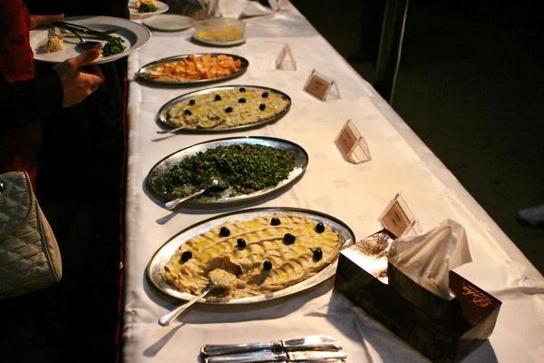 Một bữa buffet trên sa mạc.