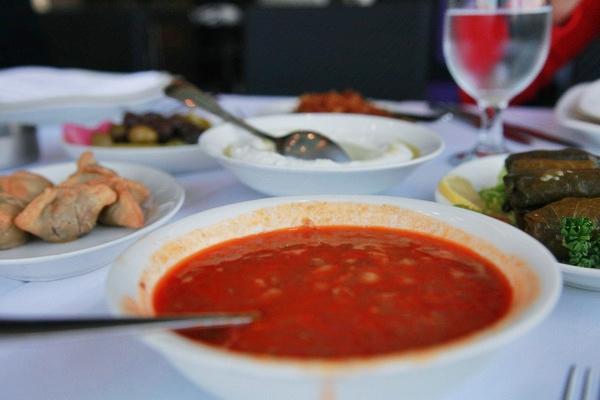 Nước sốt đậu đỏ cũng là món chấm rất phổ biến trong bữa ăn truyền thống.