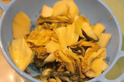 canh hến nấu dưa cải chua 2 - amthuc365.vn