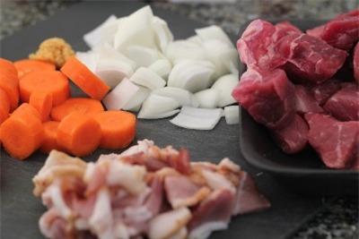 Công thức bò hầm đặc biệt thơm lừng gian bếp 1