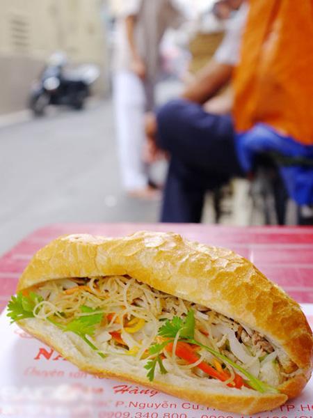 """6 địa chỉ bánh mì Sài Gòn """"biến tấu"""" ngon nổi tiếng 2"""