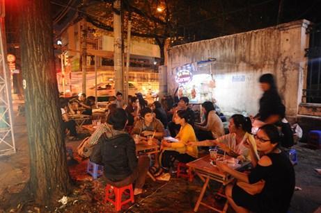 """4 quán trà chanh vỉa hè """"chém gió"""" của sao Việt 5"""