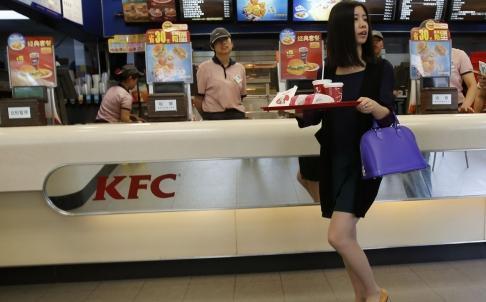 KFC ở Trung Quốc bị ảnh hưởng rất nhiều bởi các vụ bê bối và các mối lo ngại về vệ sinh an toàn thực phẩm. Ảnh: Reuters.