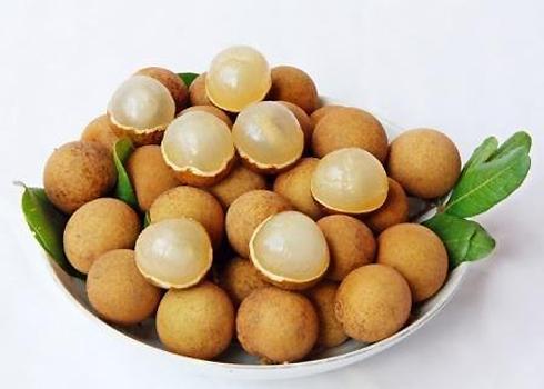 Nhãn xuồng cơm vàng là đặc sản trái cây nổi tiếng của thành phố Vũng Tàu. Nhãn xuồng được trồng bằng cách gieo hạt, khi lớn lên, cây ra hoa và kết trái. Nhãn xuồng khi chín có màu vàng da bò, thịt nhãn dày, ráo nước, giòn và rất ngọt. Nhãn xuồng cơm vàng rất thích hợp với đất pha cát.