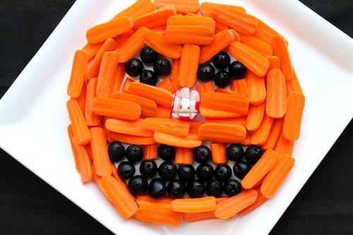Làm mặt người từ cà rốt, ô liu cho bé yêu - 13