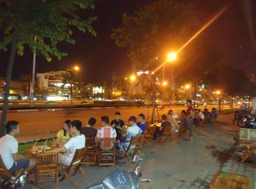 """4 quán trà chanh vỉa hè """"chém gió"""" của sao Việt 9"""