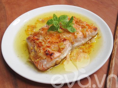 Cá hồi áp chảo xốt bơ tỏi