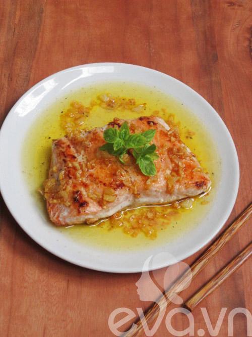 Cá hồi áp chảo xốt bơ tỏi 2