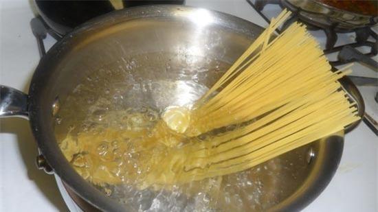 7 mẹo vặt làm bếp cho nàng đảm đang 2