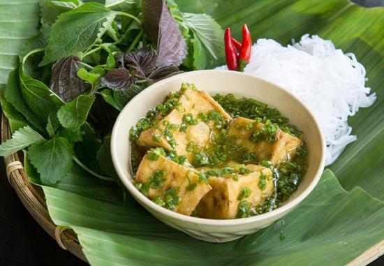 Bún đậu mắm hành với hương vị đậm đà, beo béo là món ăn ngon miệng nhưng còn khá xa lạ với nhiều người.