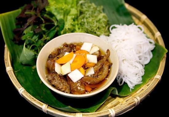 Bún chả Hà Nội được thực khách đánh giá cao vì hương vị thơm ngon mà không bị ngấy.