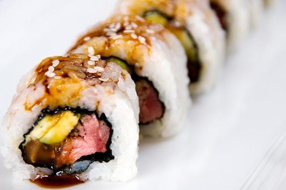 Sushi cuộn thịt bò